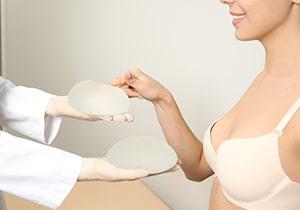 Augmentation mammaire par implants